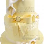 Hochzeitstorte Gelb Zweistoeckig Mit Masche Und Weissen Blumen IMG 6901 WEB