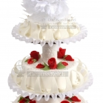 Hochzeitstorte Weiss Dreistoeckig Mit Roten Rosen Und Brautpaar Klassisch WEB