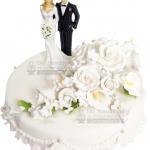 Hochzeitstorte Weiss Einstoeckig Mit Weissen Blumen Und Brautpaar Klassisch IMG 6793 WEB