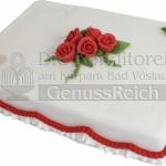 Weisse Torte Mit Roten Rosen Und Band WEB